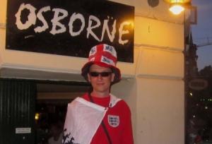 Steve Mason foran Café Osborne