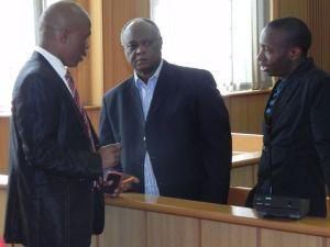 Mario Masuku (i midten) under et af retsmøderne