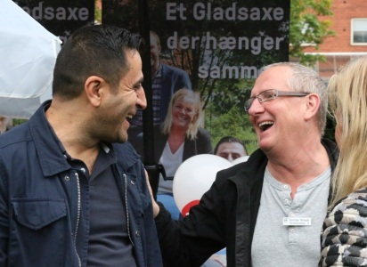 Local politicians Serdal Benli (SF) and Kristian Niebuhr (DPP) share a light moment