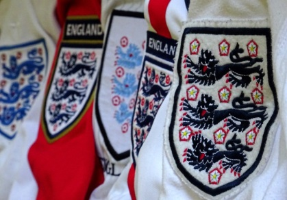 Three lions on a shirt