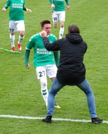 Jannik Skov Hansen has scored for AB and is congratulated by manager Michael Madsen.